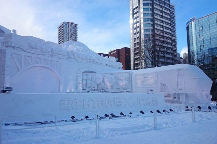 大雪像_onちゃんレッドベア